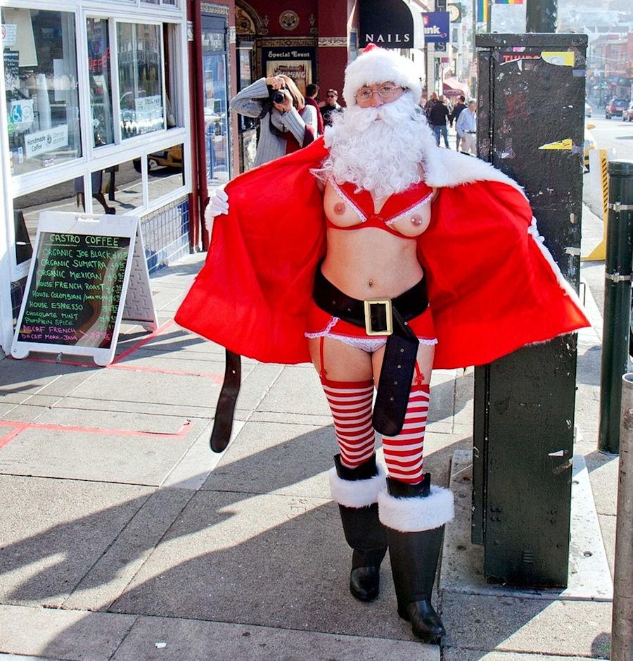 【クリスマス定期】警官が職質しようかどうか迷うサンタ恰好した露出狂wwwwwwwwwww(※画像あり)・18枚目