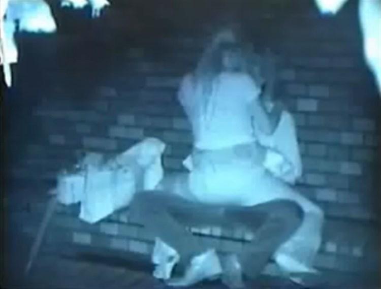 【衝撃】近所の公園で合体してる男女が激写されるwwwwwwwwww(画像36枚)・18枚目
