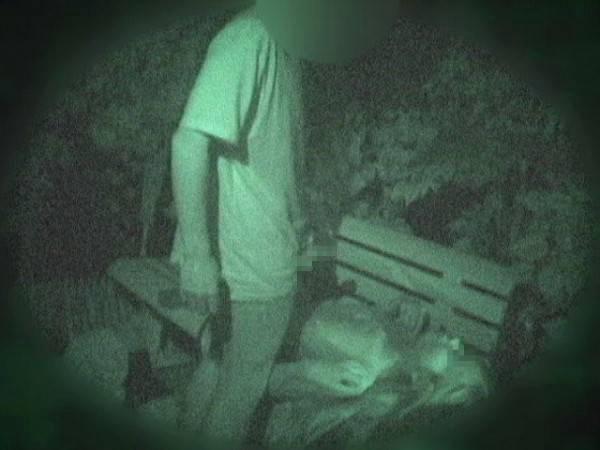【衝撃】近所の公園で合体してる男女が激写されるwwwwwwwwww(画像36枚)・2枚目