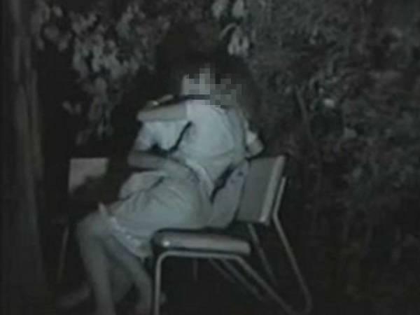 【衝撃】近所の公園で合体してる男女が激写されるwwwwwwwwww(画像36枚)・21枚目