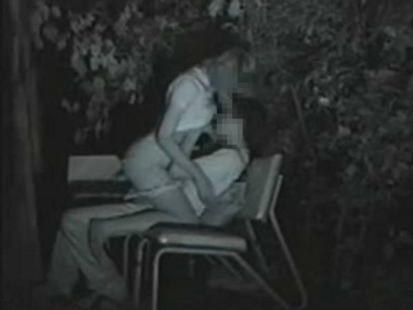 【衝撃】近所の公園で合体してる男女が激写されるwwwwwwwwww(画像36枚)・28枚目