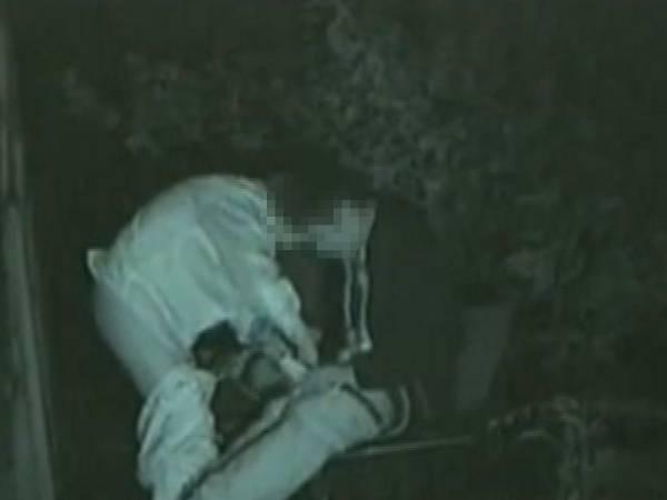 【衝撃】近所の公園で合体してる男女が激写されるwwwwwwwwww(画像36枚)・4枚目