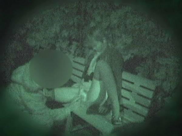 【衝撃】近所の公園で合体してる男女が激写されるwwwwwwwwww(画像36枚)・6枚目