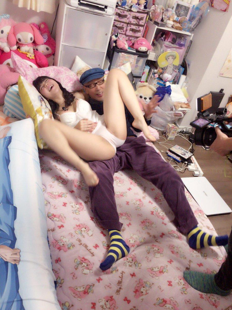 「テリー伊藤の大人遊び」TVで嬢の巨乳おっぱい揉みまくってて裏山杉wwwwwwww・8枚目