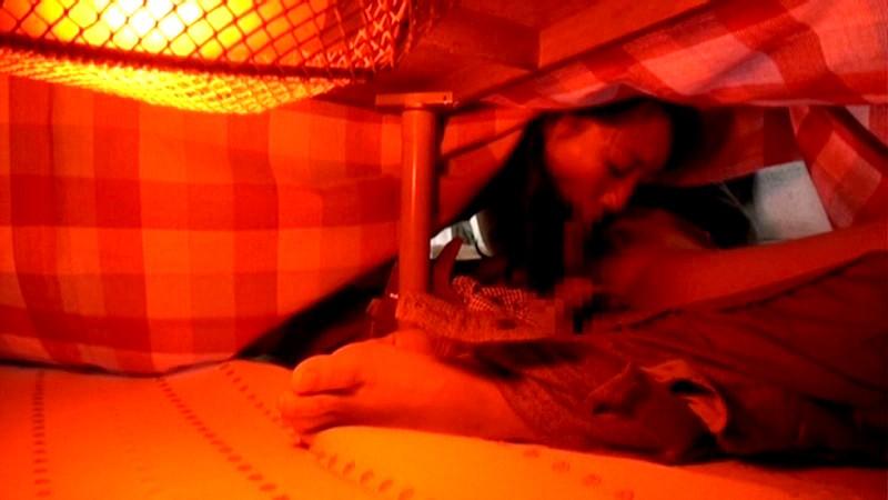 【家庭内エロ画像】コタツから出たくないエロい女が撮影されるwwwww(画像あり)・8枚目