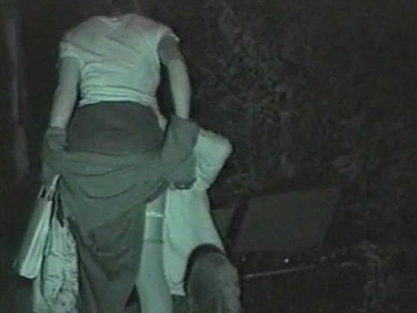 【衝撃】近所の公園で合体してる男女が激写されるwwwwwwwwww(画像36枚)・9枚目