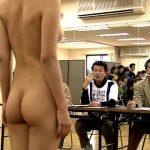 【有能】全裸の女を品定めしてる非道っぷり・・・(画像あり)