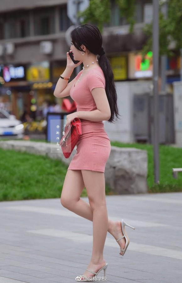 韓国女性のパツンパツンの着衣巨乳、セックスしたいレベルwwwwwwwwww(画像33枚)・1枚目