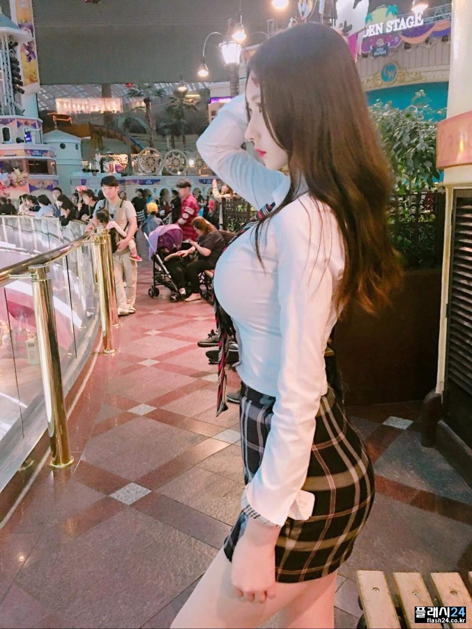 韓国女性のパツンパツンの着衣巨乳、セックスしたいレベルwwwwwwwwww(画像33枚)・3枚目