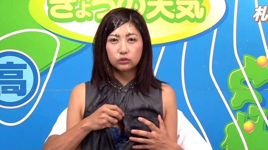 【事故】女子アナまんさん本番中にがっつり胸を揉まれる・・・地上波ならアウトォォwwwwwwww・4枚目