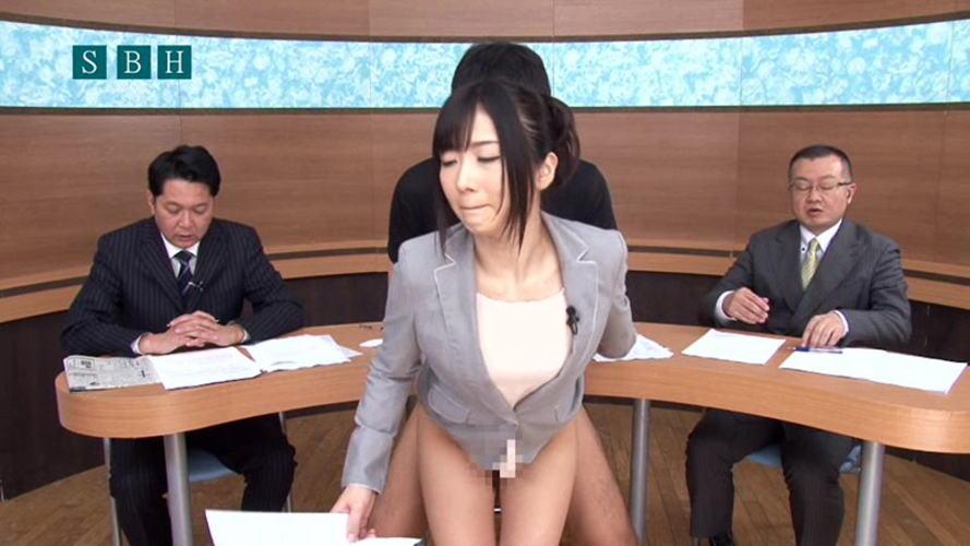 【事故】女子アナまんさん本番中にがっつり胸を揉まれる・・・地上波ならアウトォォwwwwwwww・9枚目