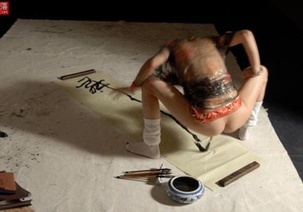 性器に筆を挿しビクンビクンなりながら書道するま●こ芸クッソワロタwww (画像14枚)