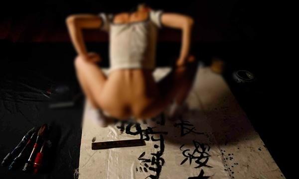 性器に筆を挿しビクンビクンなりながら書道するま●こ芸クッソワロタwww (画像14枚)・11枚目