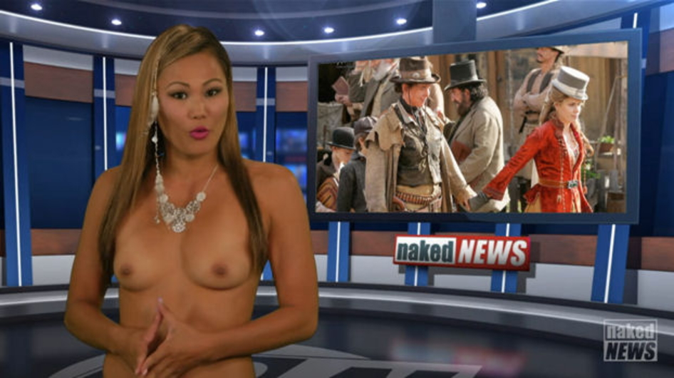 【悲報】海外の女子アナさん、全裸報道で視聴率を稼ぐwwwwwwwwwwww(画像あり)・2枚目