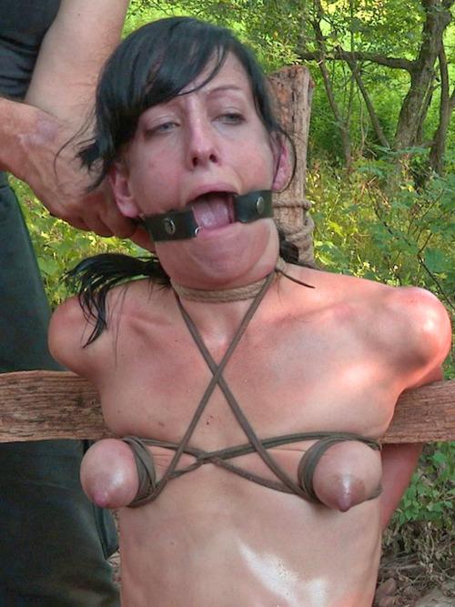 【悲報】「性奴隷」として買われた女性の使われ方が悲しい。・16枚目