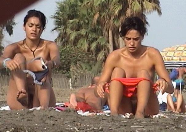 【盗撮】ヌーディストビーチで着替える女を覗き見ると異常に興奮する件(25枚)・21枚目