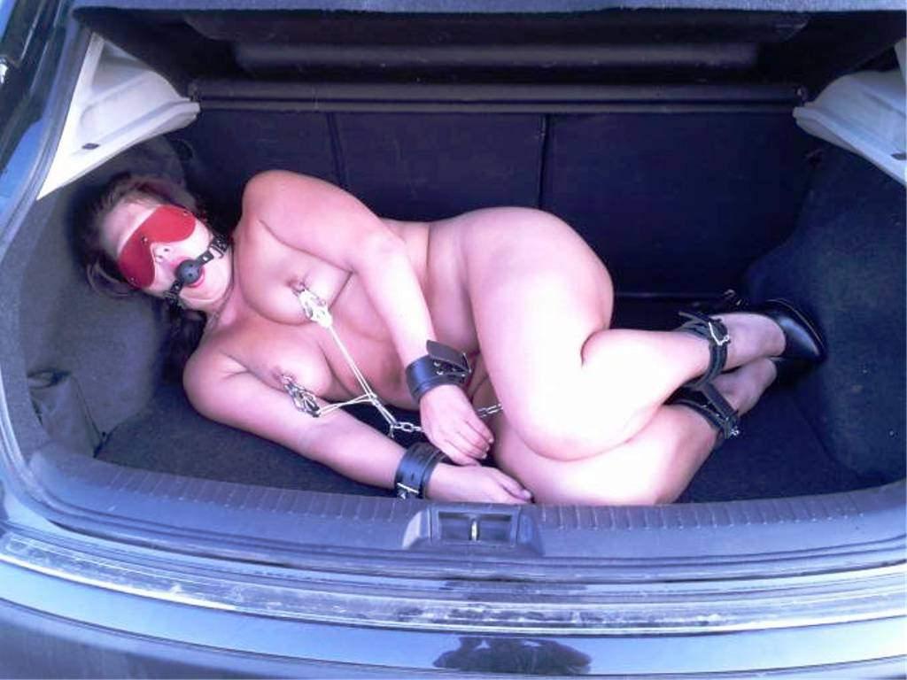 【胸糞注意】トランクに女を押し込んでる誘拐現場撮ったったwwwwwwww(画像あり)・5枚目