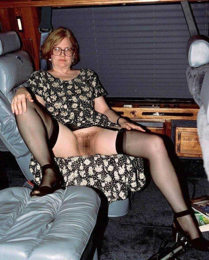 【露出注意】異常に見せたがる人妻熟女のエロ画像集 36枚・7枚目