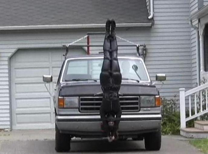 【GIFあり】女を車にくくりつけて暴走するDQNヤバすぎワロタwwwwwwwwww・11枚目