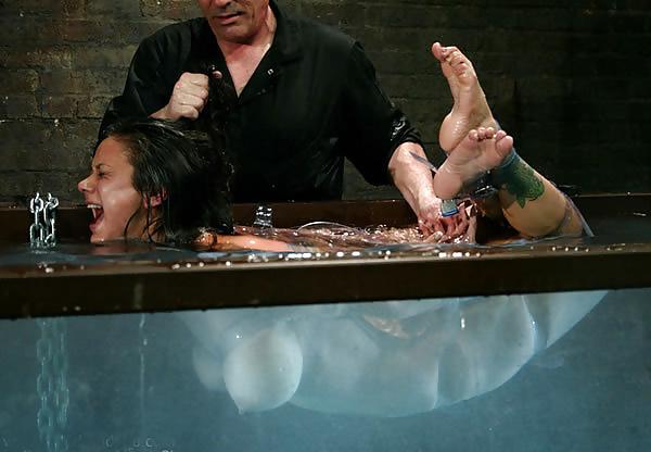 【閲覧注意】「水地獄」とかいうプレイ、、、これは死ぬ。(画像あり)・11枚目