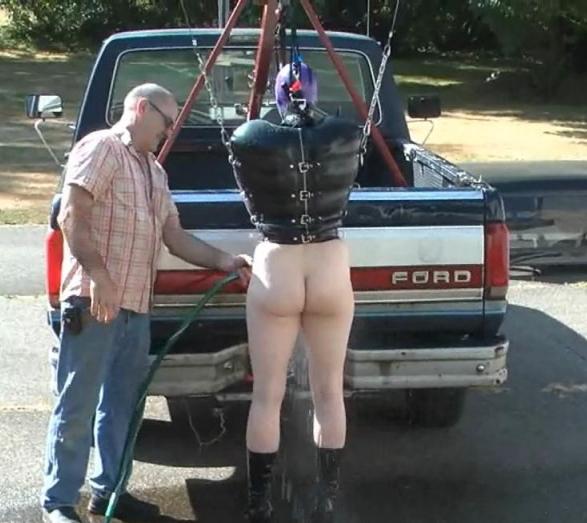 【GIFあり】女を車にくくりつけて暴走するDQNヤバすぎワロタwwwwwwwwww・18枚目