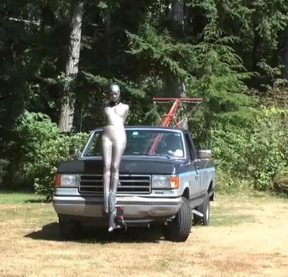 【GIFあり】女を車にくくりつけて暴走するDQNヤバすぎワロタwwwwwwwwww・21枚目