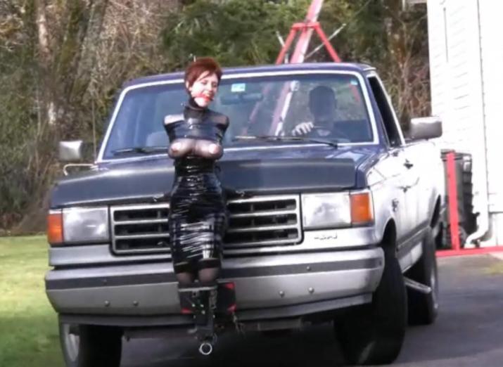 【GIFあり】女を車にくくりつけて暴走するDQNヤバすぎワロタwwwwwwwwww・23枚目