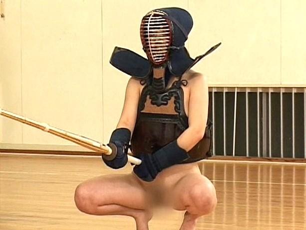 【画像】巨乳の剣道女子が道着を脱ぎ捨てたら・・・(23枚)・3枚目