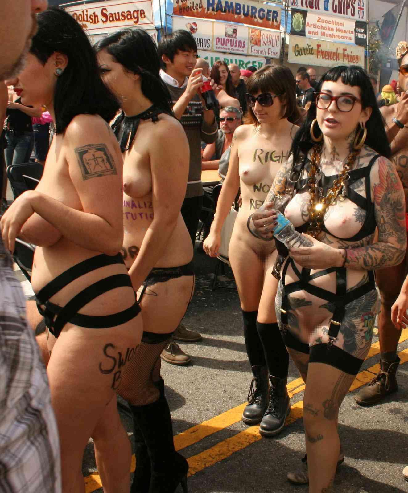 【批判殺到】街中で行われたSMイベントがエロ過ぎる・・・(画像40枚)・40枚目