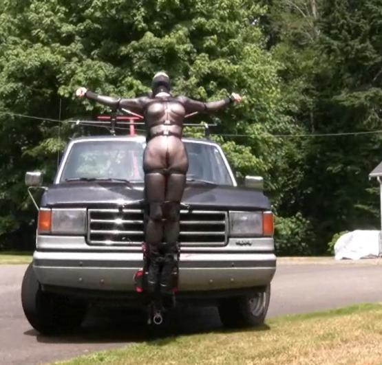 【GIFあり】女を車にくくりつけて暴走するDQNヤバすぎワロタwwwwwwwwww・6枚目