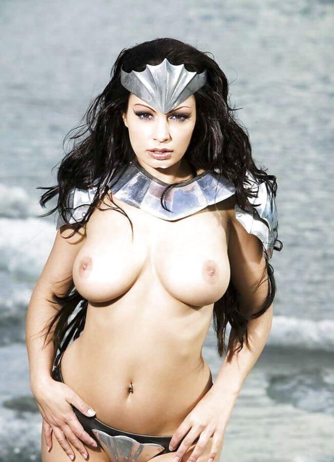 【画像あり】「甲冑ヌード」とかいう甲冑とエロを融合した鎧女をご覧くださいwwwww・9枚目