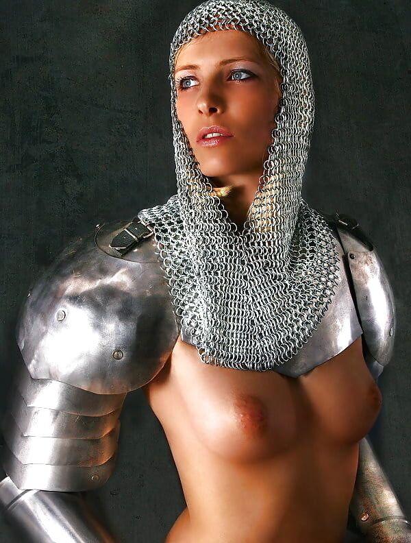 【画像あり】「甲冑ヌード」とかいう甲冑とエロを融合した鎧女をご覧くださいwwwww・16枚目