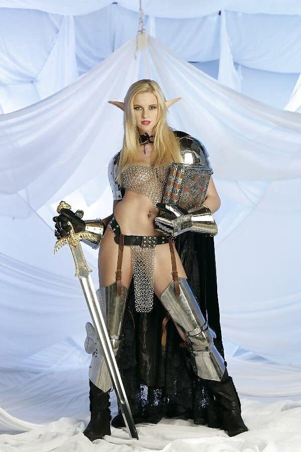 【画像あり】「甲冑ヌード」とかいう甲冑とエロを融合した鎧女をご覧くださいwwwww・17枚目