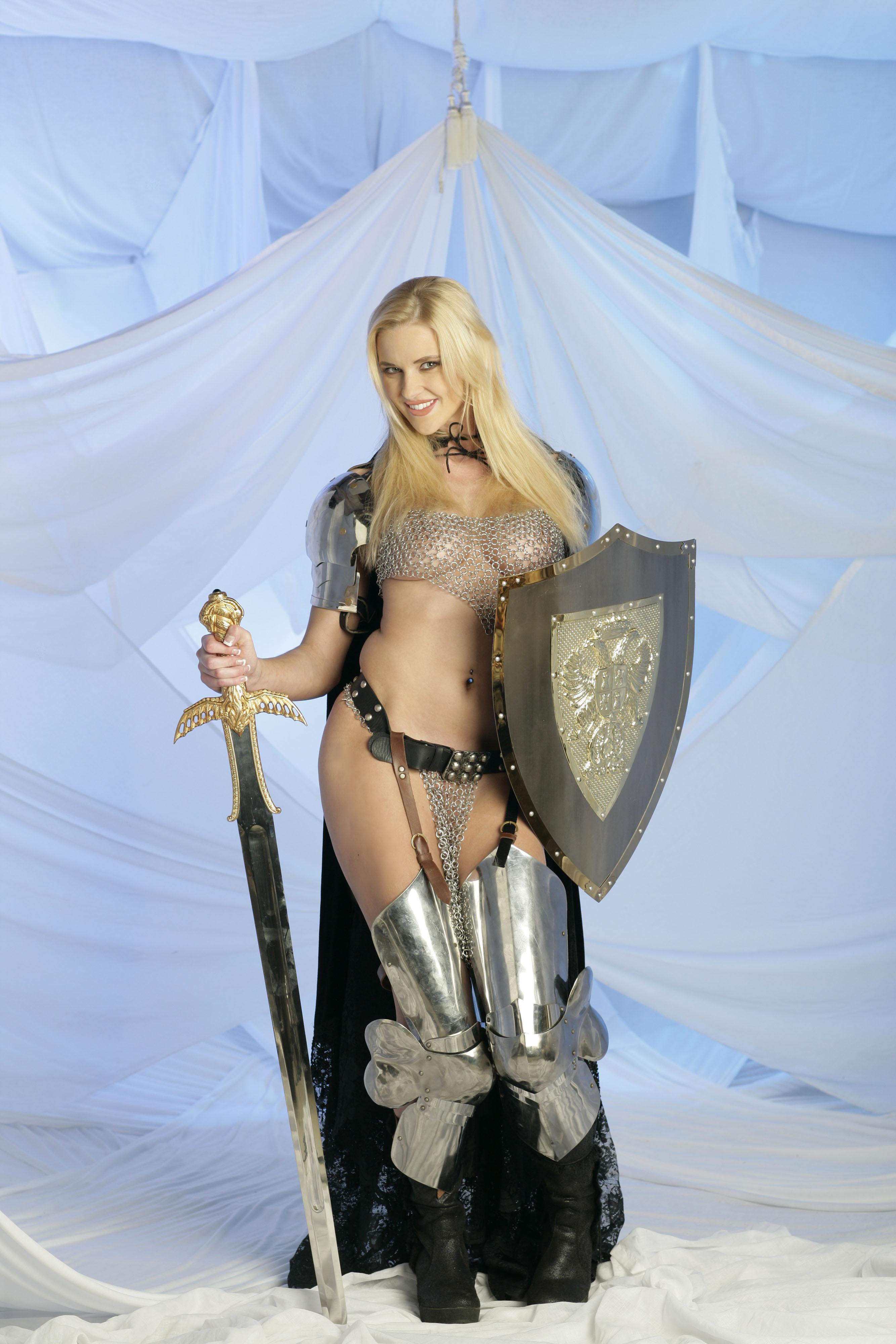 【画像あり】「甲冑ヌード」とかいう甲冑とエロを融合した鎧女をご覧くださいwwwww・22枚目