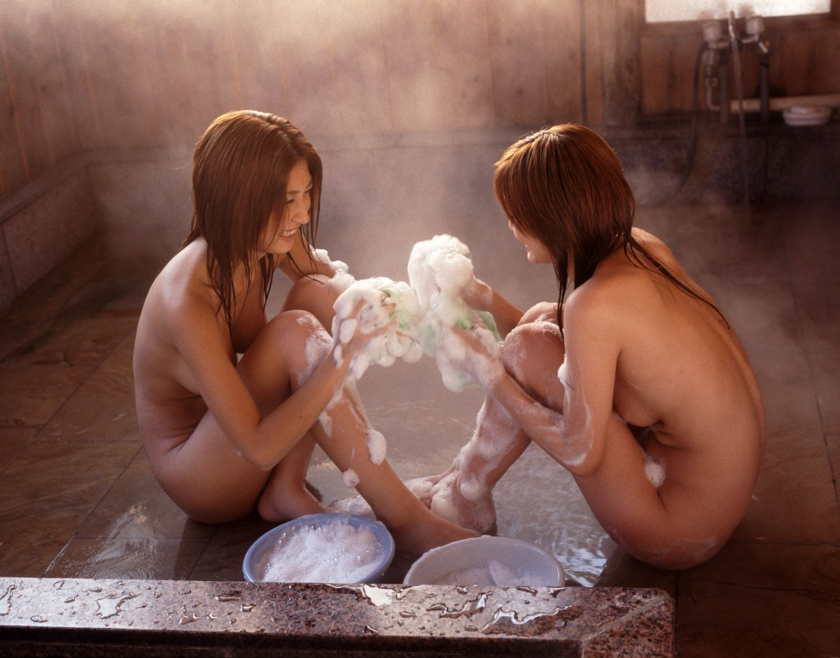 【超チンピク注意】声だけでシコれる露店風呂での女の子たち(画像33枚)・30枚目