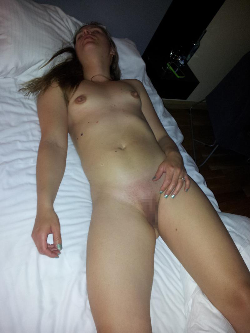 【素人】家で全裸で寝てる姉ちゃん晒すwwwwwwwwwwwww(画像40枚)・32枚目