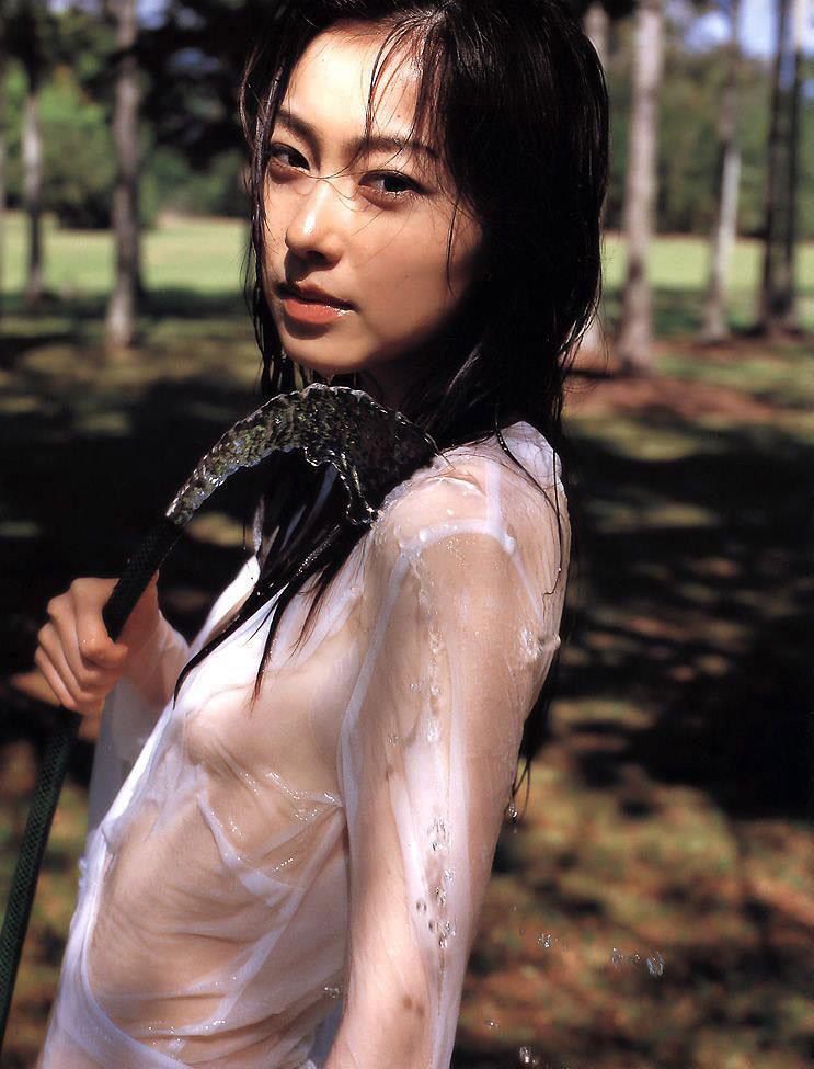 雨に打たれた女子、ノーブラでチクビ透けてますよwwwwww(画像51枚)・47枚目