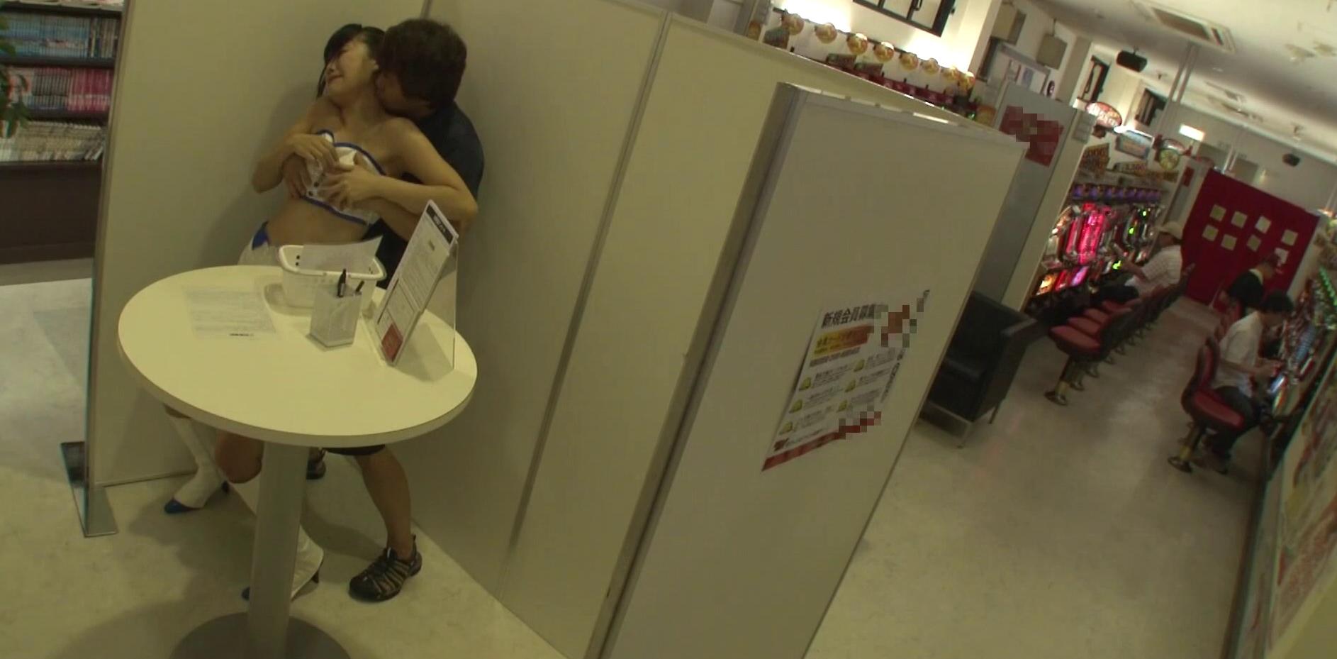 【画像あり】パチンコ店でヤって稼ぐ人妻さん、激エロすぎワロタ。。ワロタ。。・13枚目