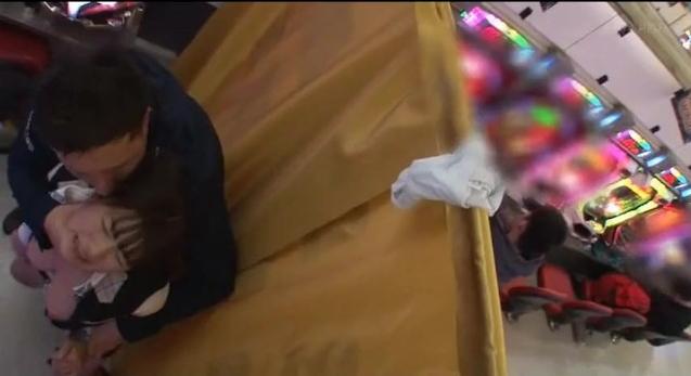 【画像あり】パチンコ店でヤって稼ぐ人妻さん、激エロすぎワロタ。。ワロタ。。・2枚目