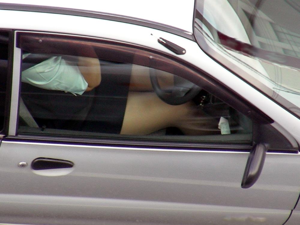 【エロ画像】トラックの運転手が事故る理由がこちら・・この眺め最高wwwwwww(画像16枚)・1枚目