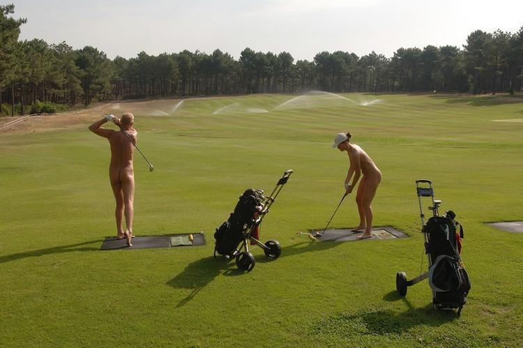 密かに開催されるお金持ち向け全裸ゴルフをご覧くださいwwwwwwwwww(画像あり)・16枚目
