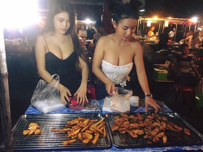 【エロ画像】台湾の屋台店員まんさん、売上のために乳見せすぎ問題wwwwwwwwwwwwww・2枚目