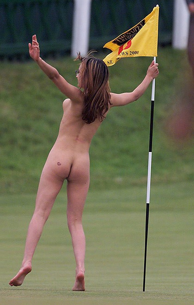 密かに開催されるお金持ち向け全裸ゴルフをご覧ください