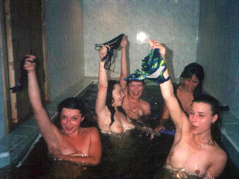 海外女子のおふざけエロノリが勃起不可避wwwwwwwwwwwwww(画像40枚)・11枚目