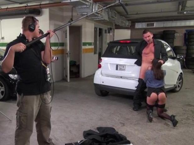 本場のポルノ撮影現場がうpされネット民がドン引きする。。(画像あり)・11枚目