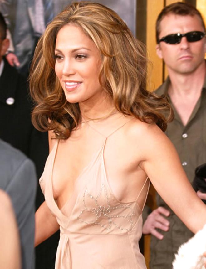 チラリどころかおっぱいポロンと飛び出してるハリウッド女優のメガハプニングwwwwwww(画像37枚)・18枚目
