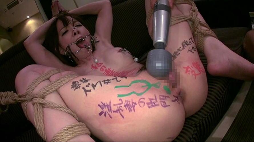 【鬼畜】開口器で広げらたままザーメンや尿を流し込まれてる上級者向けのSM画像集・25枚目