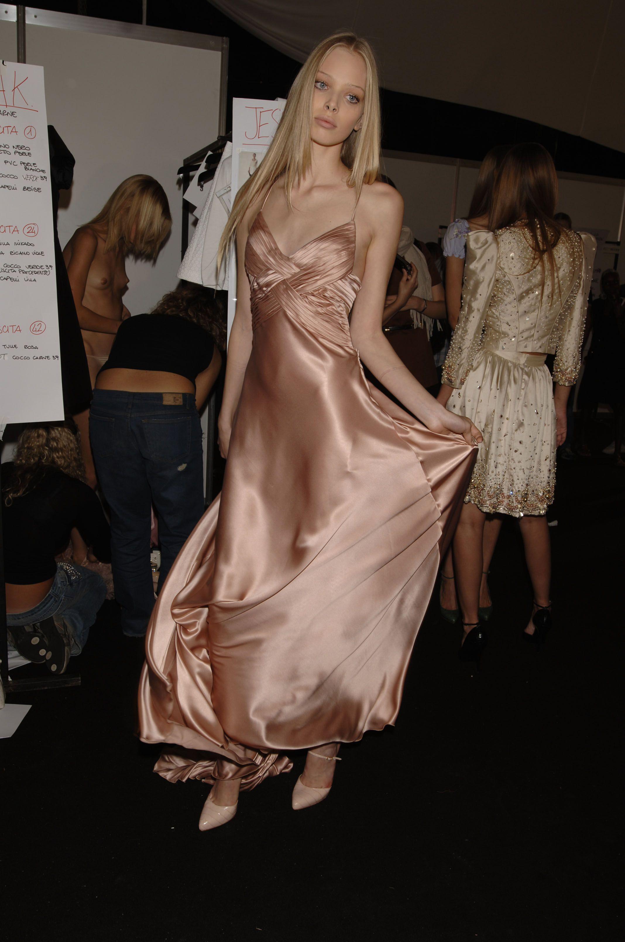 【巨乳あり】ファッションショーの裏側の様子をご覧くださいwwwwwwwwww(画像63枚)・3枚目