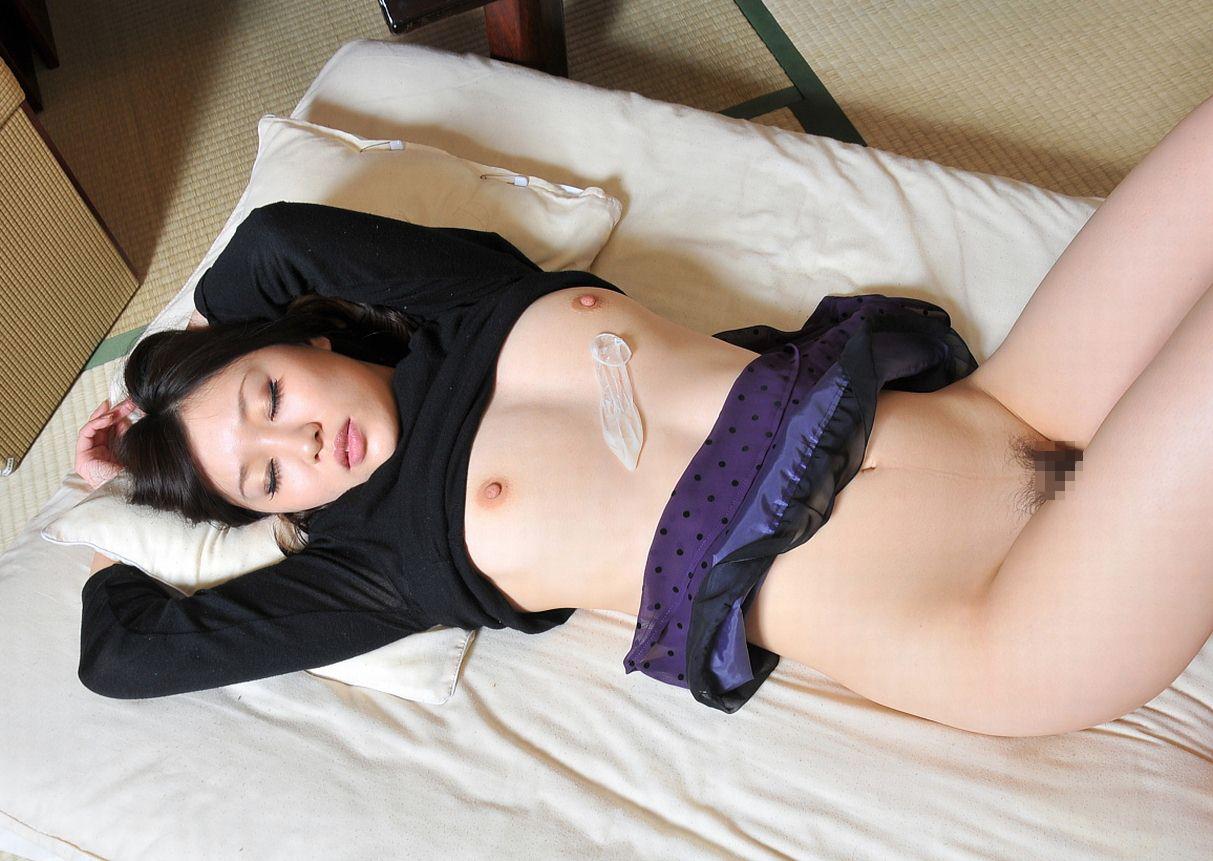 使用済みコンドームと記念撮影する女をご覧ください(画像あり)・29枚目