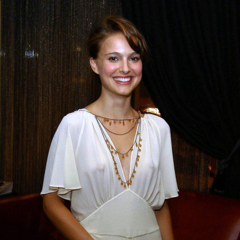 チラリどころかおっぱいポロンと飛び出してるハリウッド女優のメガハプニングwwwwwww(画像37枚)・31枚目